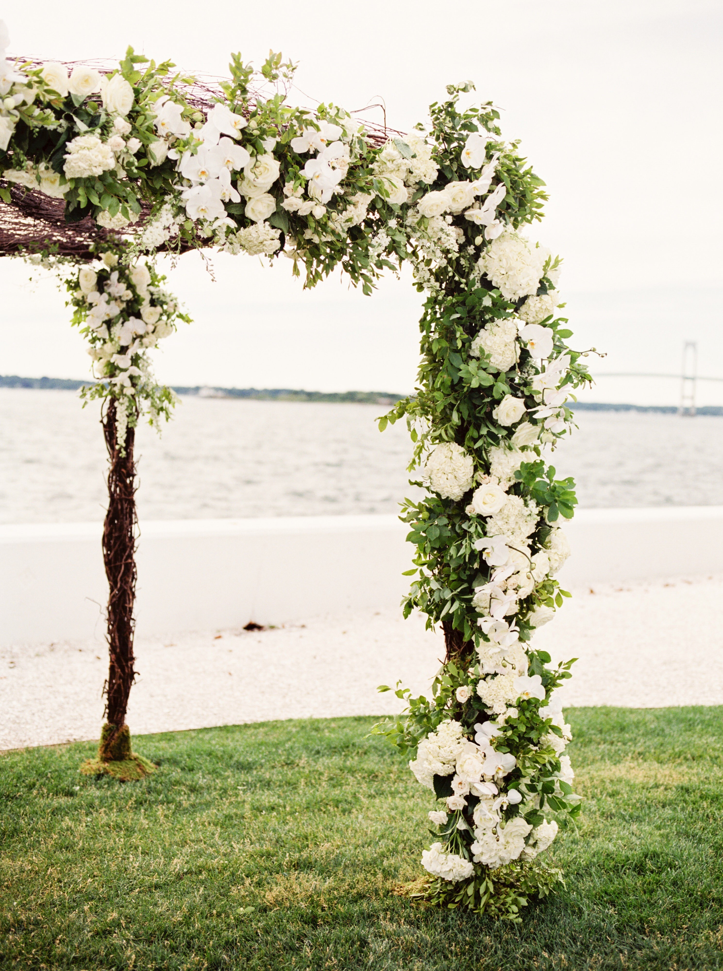 classic-wedding-florists-greenlion-design-rebecca-arthurs-photography