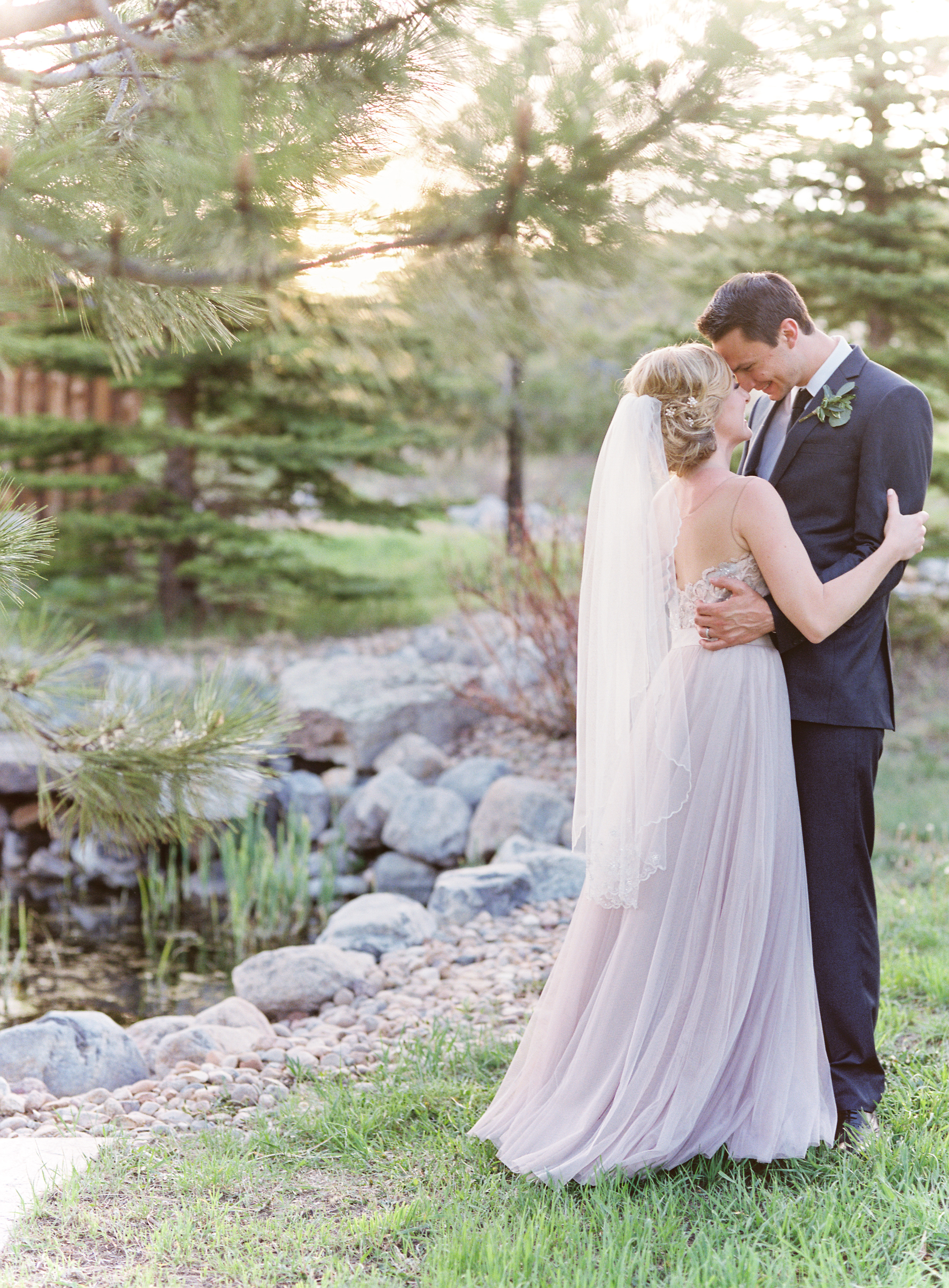 rustic-wedding-venues-across-the-us-lisa-odwyer-spruce-mountain-ranch