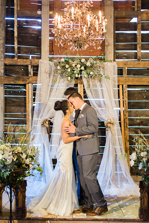 rustic-wedding-venues-across-the-us-j-harper-photography-bishop-farm