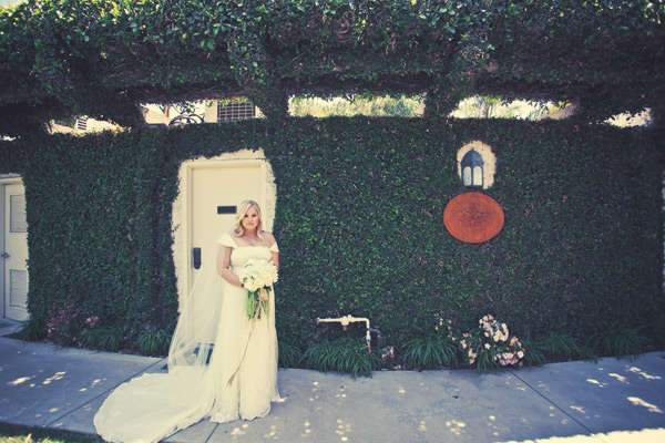 10-bride-ivy-wall-greenery.jpg
