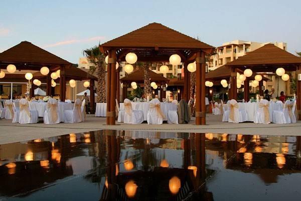 courtyard wedding venue with dance floor