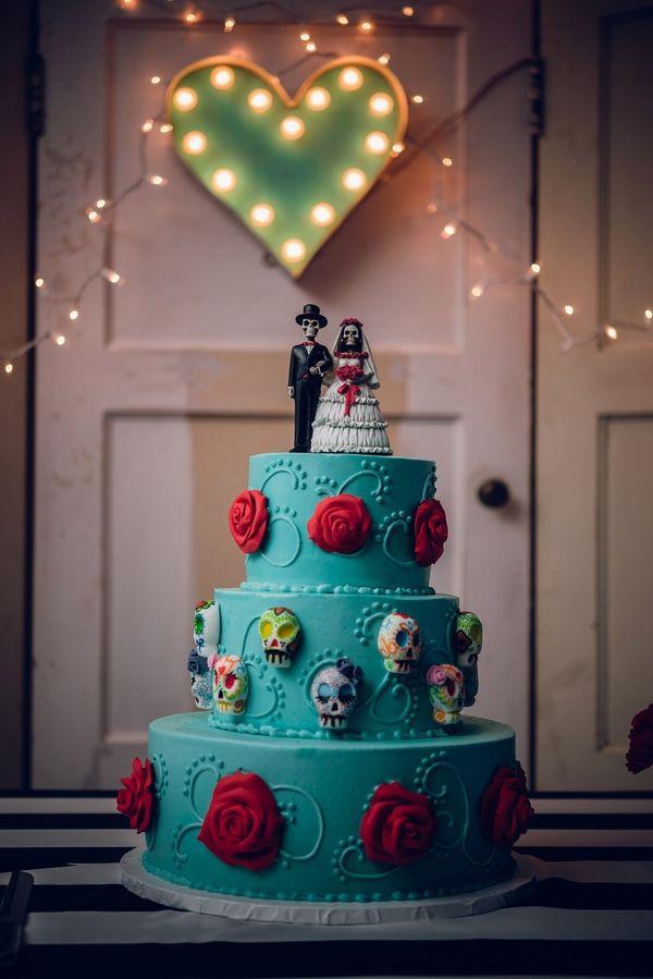 15 Boo Tiful Halloween Wedding Cake Toppers Mywedding