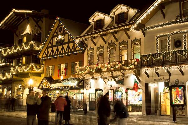 Leavenworth in the Cascade Mountains shop fronts at night