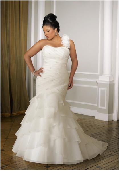 One-shouldered wedding dress