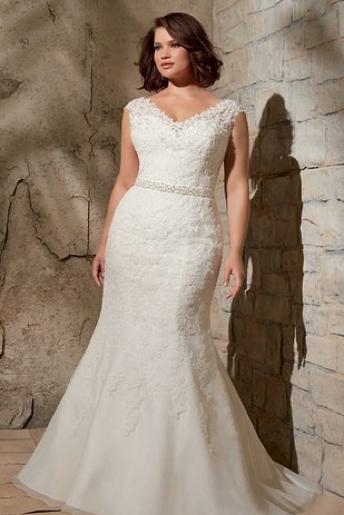 Lace plus-size wedding dress