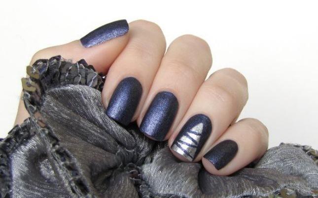 dark navy manicure