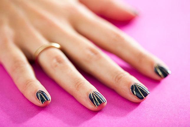 striped nail manicure