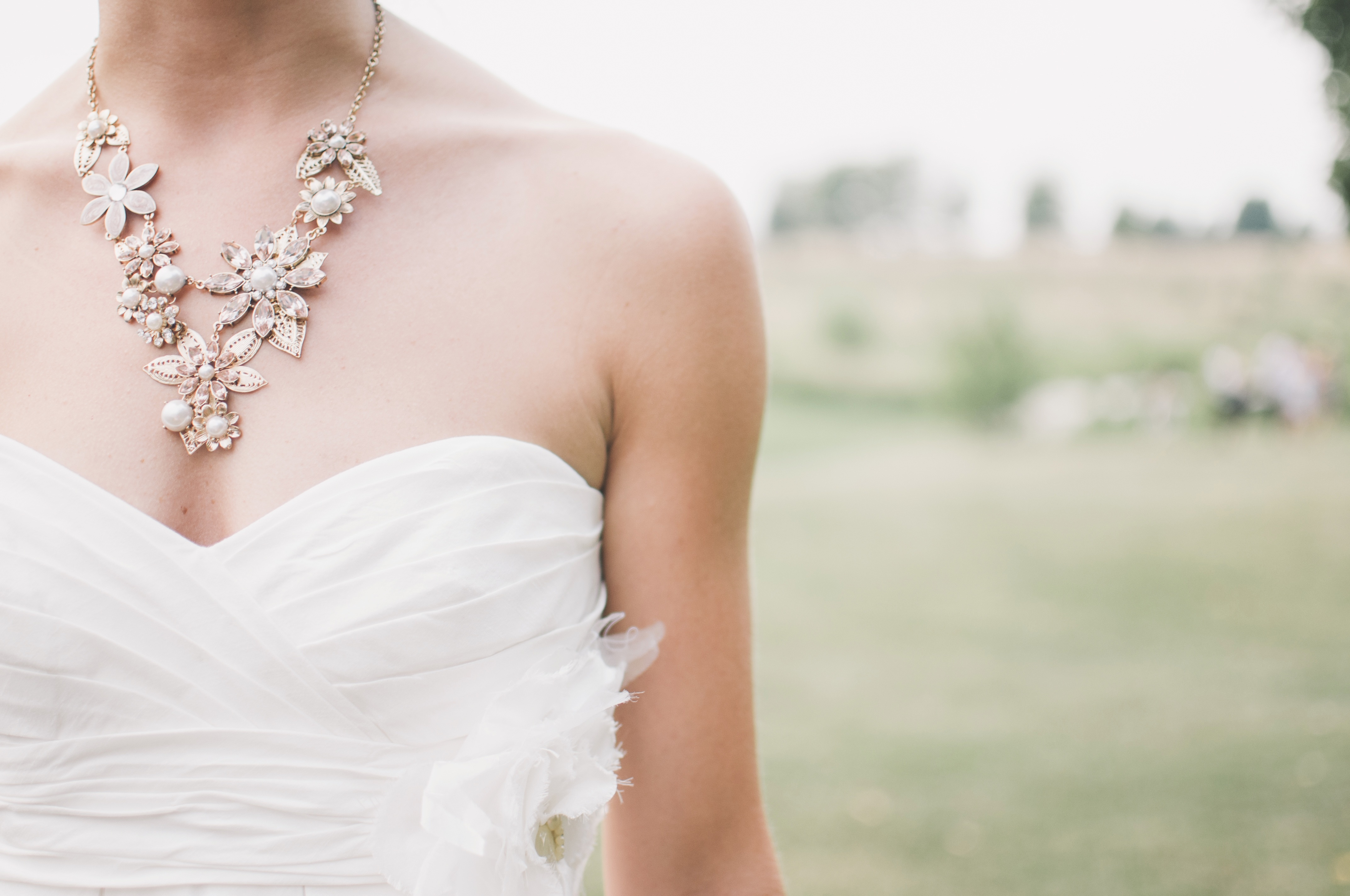 Bridal jewelry and wedding dress