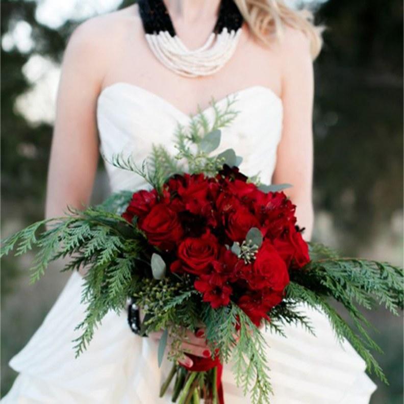 winter red wedding bouquet