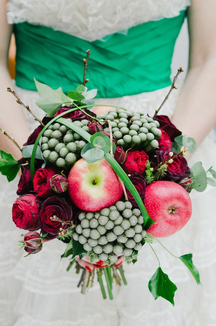 Red Apples and Red Roses