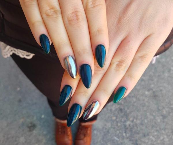 Dark wedding nails