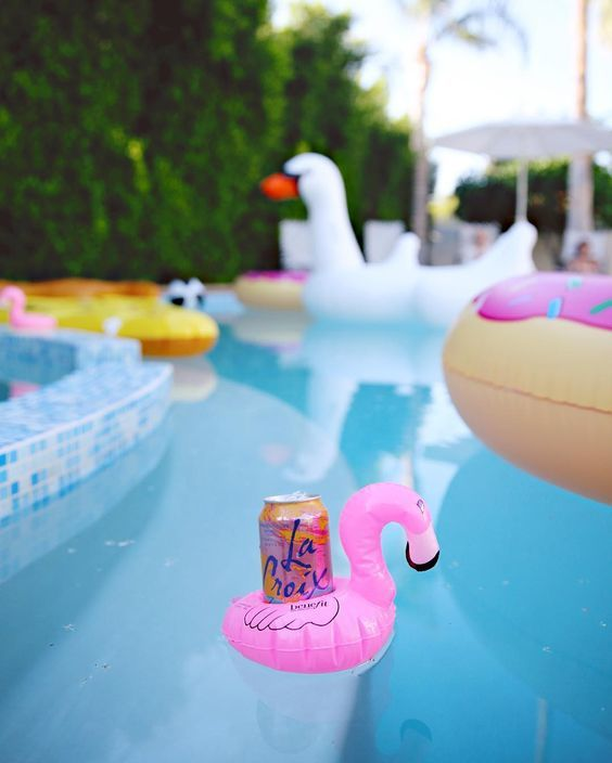 Pool float for drinks