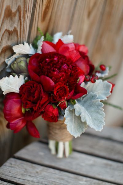 red flower posy