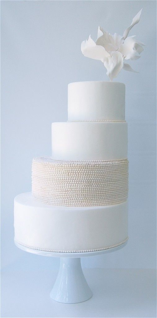 Unique wedding cakes: leaning cakes