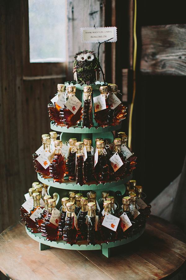 DIY maple syrup wedding favors