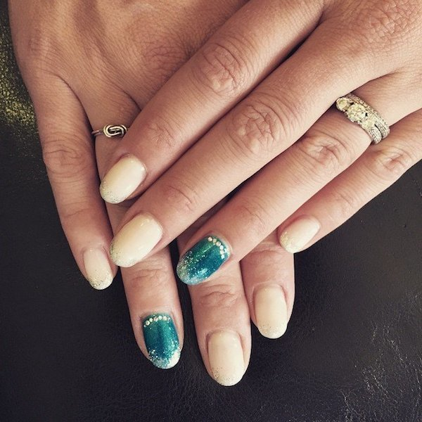 Accent nail color