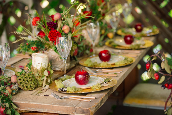 apples on place settings