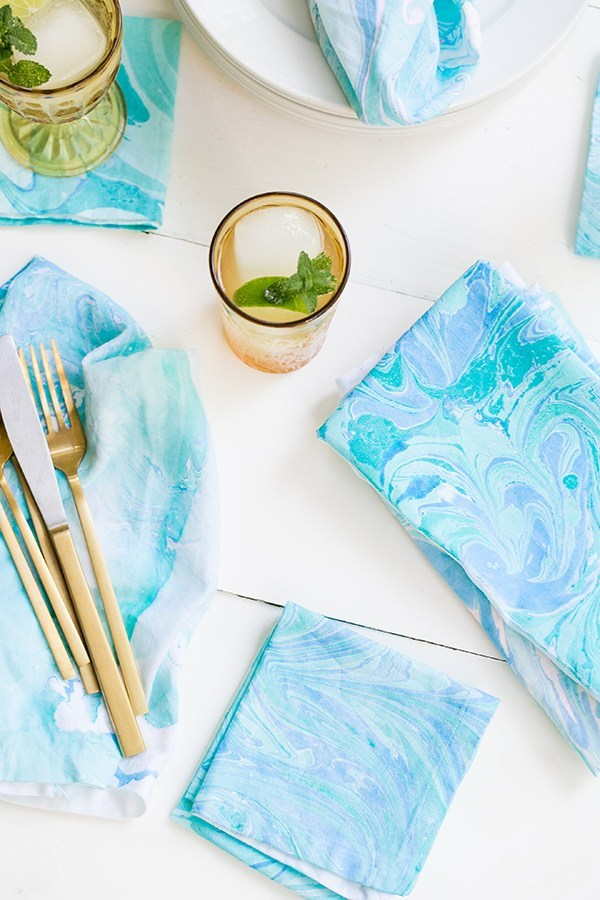 DIY marbled napkins