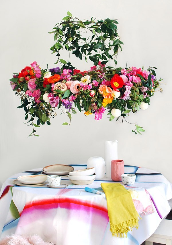 DIY hanging floral centerpiece for wedding table