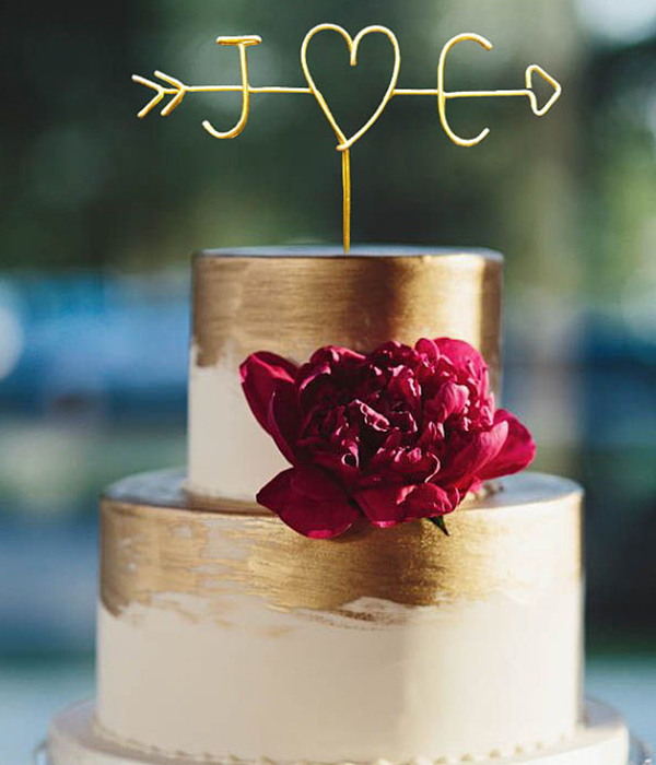 Personalized wire cake topper